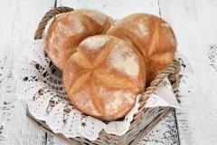 Bułka kajzerka duża - tradycyjna bułka pszenna z krzyżykiem