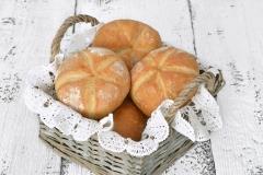 Bułka kajzerka - tradycyjna bułka pszenna z krzyżykiem