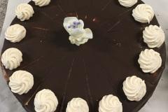 Tradycyjny tort bezowy w czekoladzie