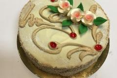 Tradycyjny tort bezowy z kawą