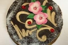 Tradycyjny tort bezowy z czekoladą